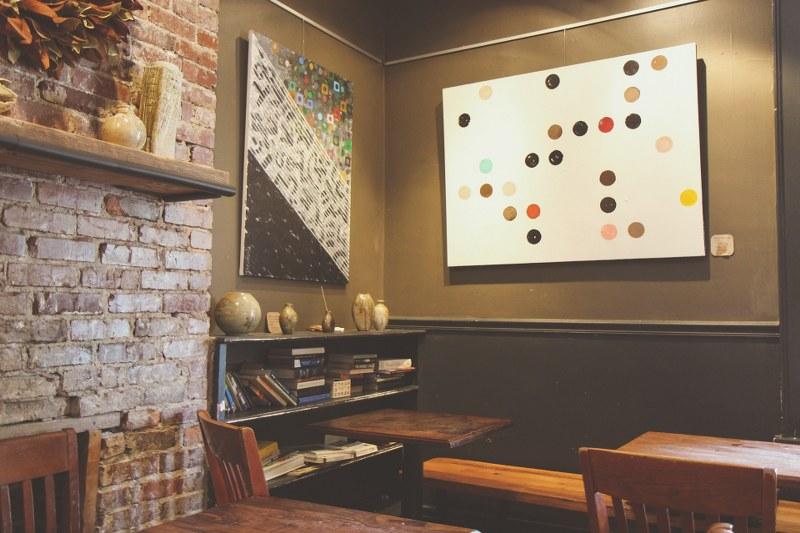 Vediamo come appendere i quadri in casa senza rovinare i muri